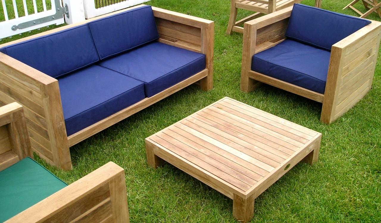 95 On sillones de madera reciclada